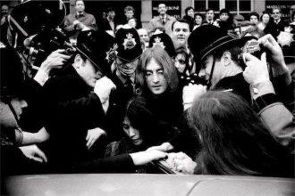┬- Andrew McLear, John and Yoko leave court