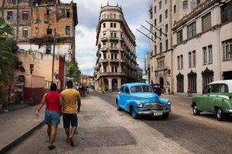 Steve McCurry Street scene in Havana, Cuba. Havana, Cuba, 2014. ©Steve McCurry.